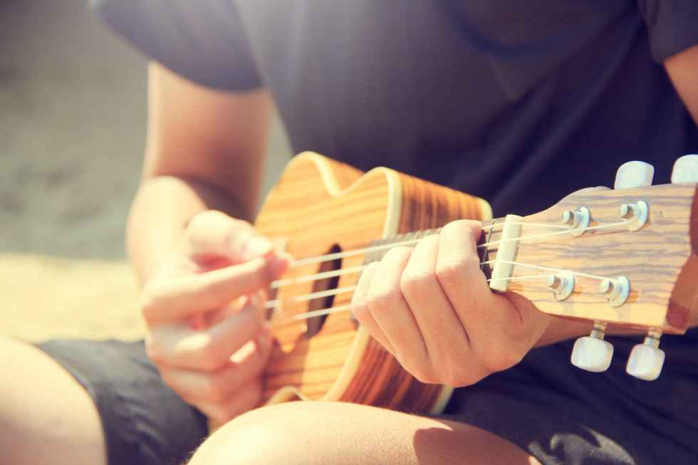 acoustic guitarist hands hobby